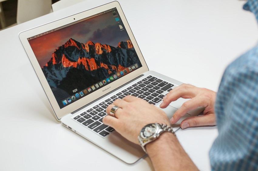 Khởi động lại máy để khắc phục tình trạng MacBook bị treo