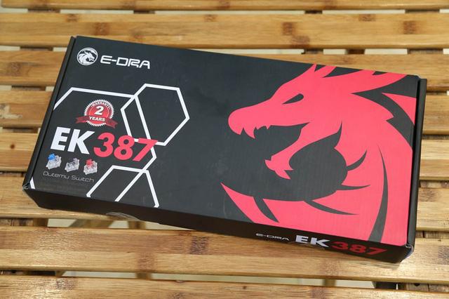 Vỏ hộp khá truyền thống của E-Dra với hình con rồng đỏ, sản phẩm EK387 có 3 switch cơ bản blue, brown và red switch cho game thủ lựa chọn.